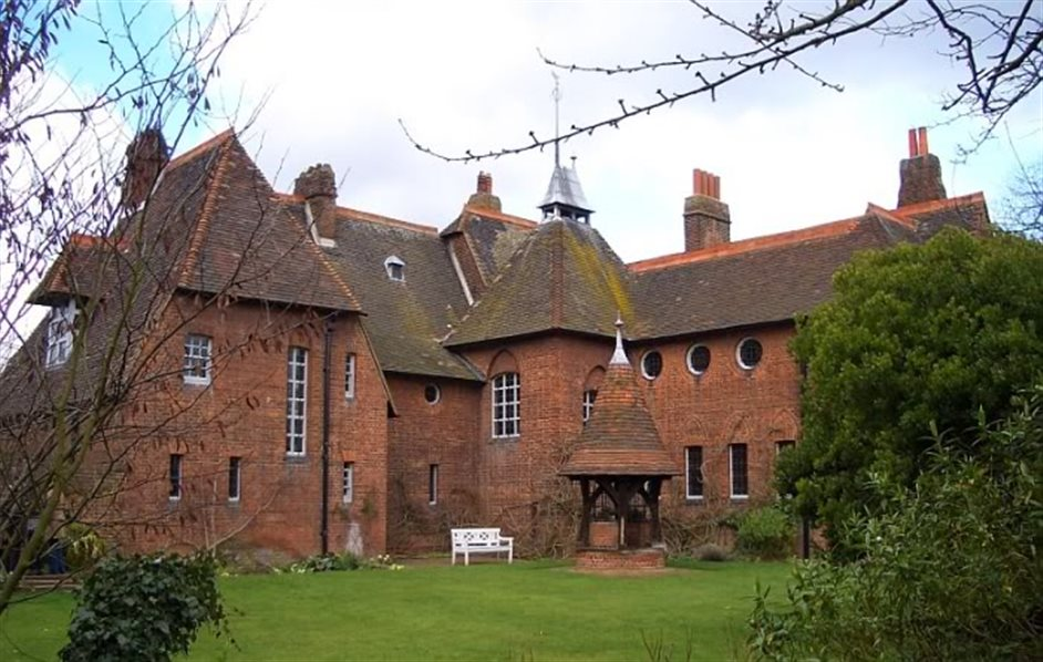 Red House London, Red House (William Morris Museum) in London | Nearby hotels, shops ...