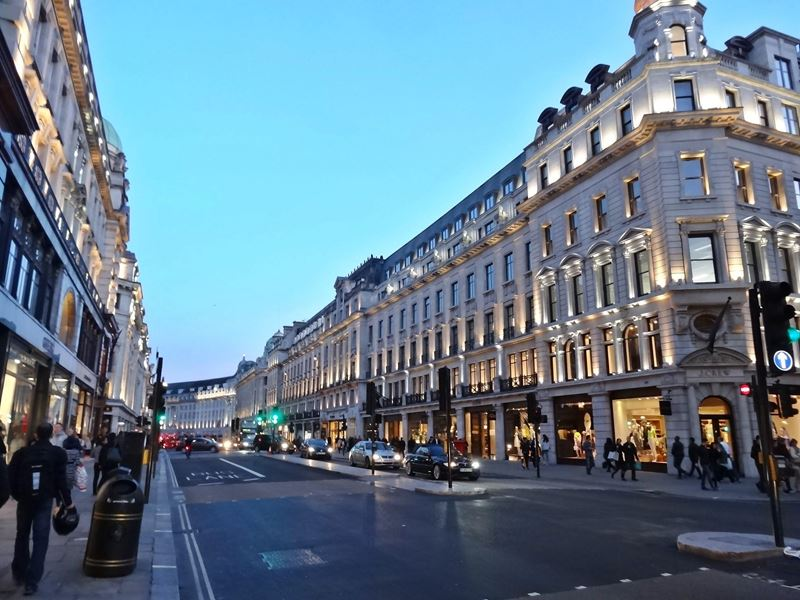 Regent Street London, Regent Street - 7 Flagship Stores at one Blow