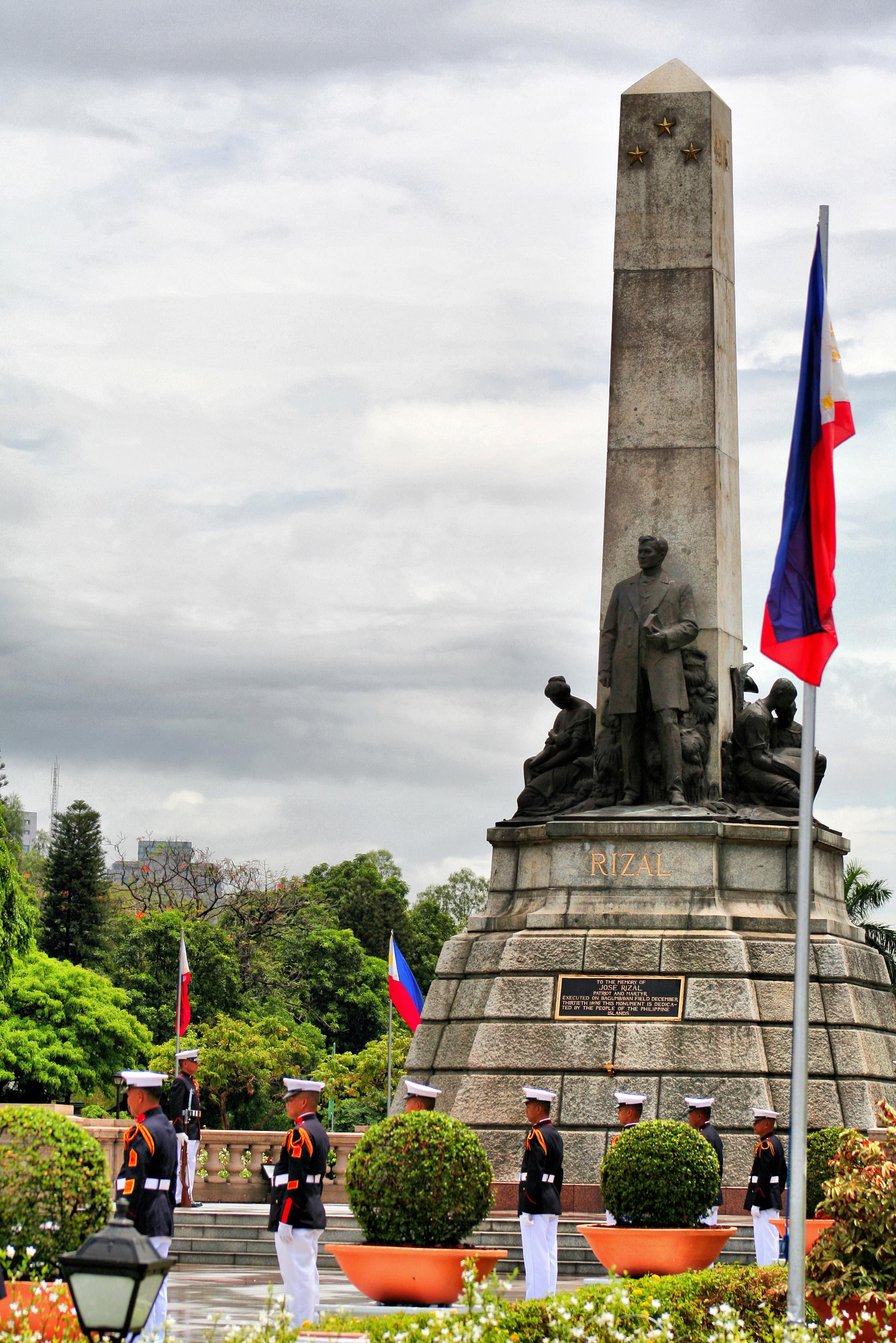 Rizal Park Manila, Monument: Honoring the National Hero of the Philippines