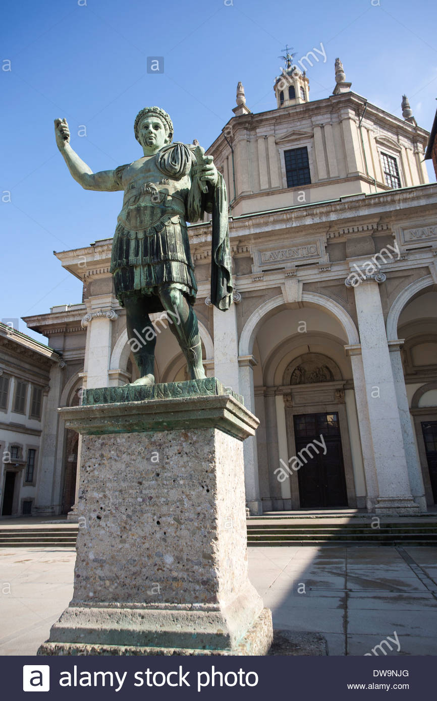San Lorenzo Maggiore alle Colonne Milan, Statua di Costantino, Colonne di San Lorenzo, located in front of ...