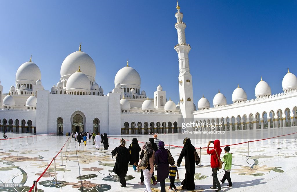 Sheikh Zayed Grand Mosque Abu Dhabi, Interior of the white Sheikh Zayed Grand Mosque in Abu Dhabi ...