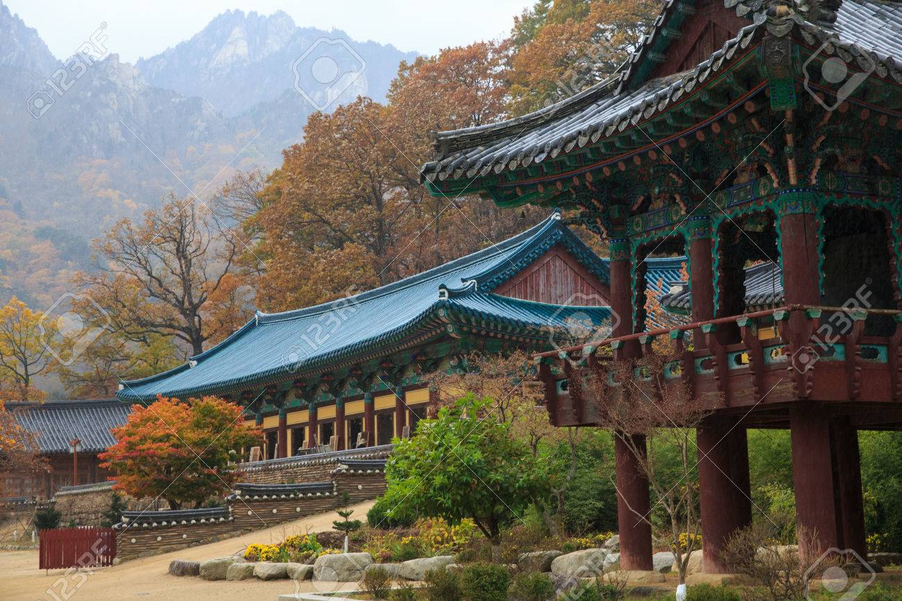 Sinheung-sa Seoraksan National Park, The Building Of Buddhist Sinheungsa Temple In Seoraksan National ...