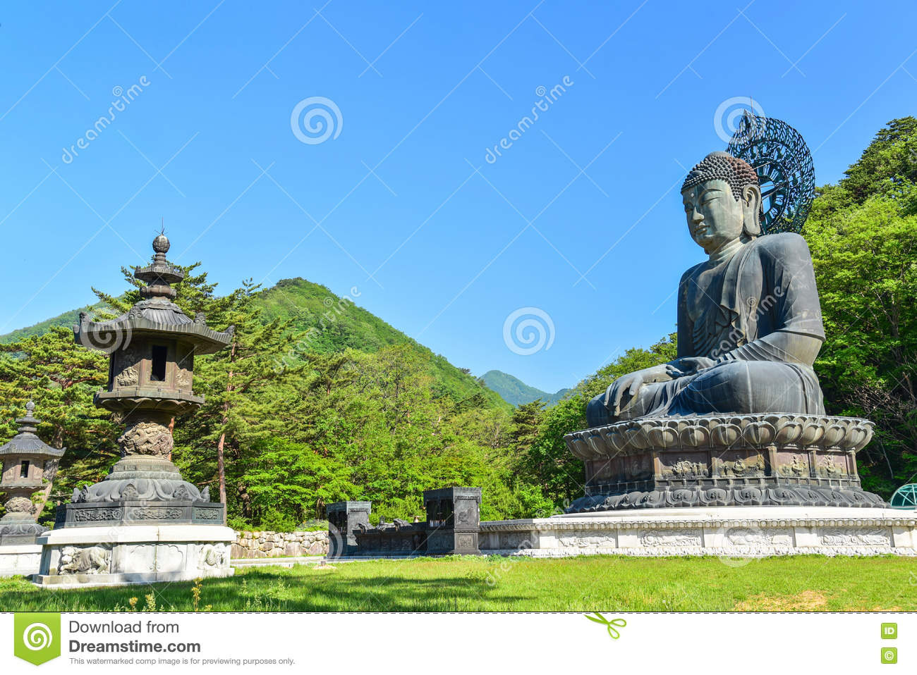 Sinheung-sa Seoraksan National Park, Giant Bronze Buddha Statue At Sinheungsa Temple In Seoraksan ...