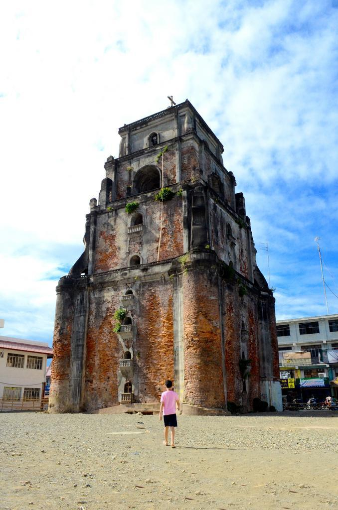 Sinking Bell Tower Laoag, Story Behind the Sinking Bell Tower
