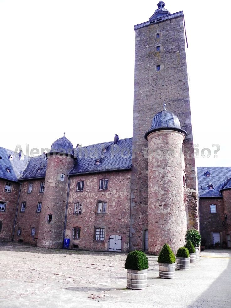 Stadtschloss The Fairy-Tale Road, Alsfeld : The many characters from the Grimm Brothers stories come ...