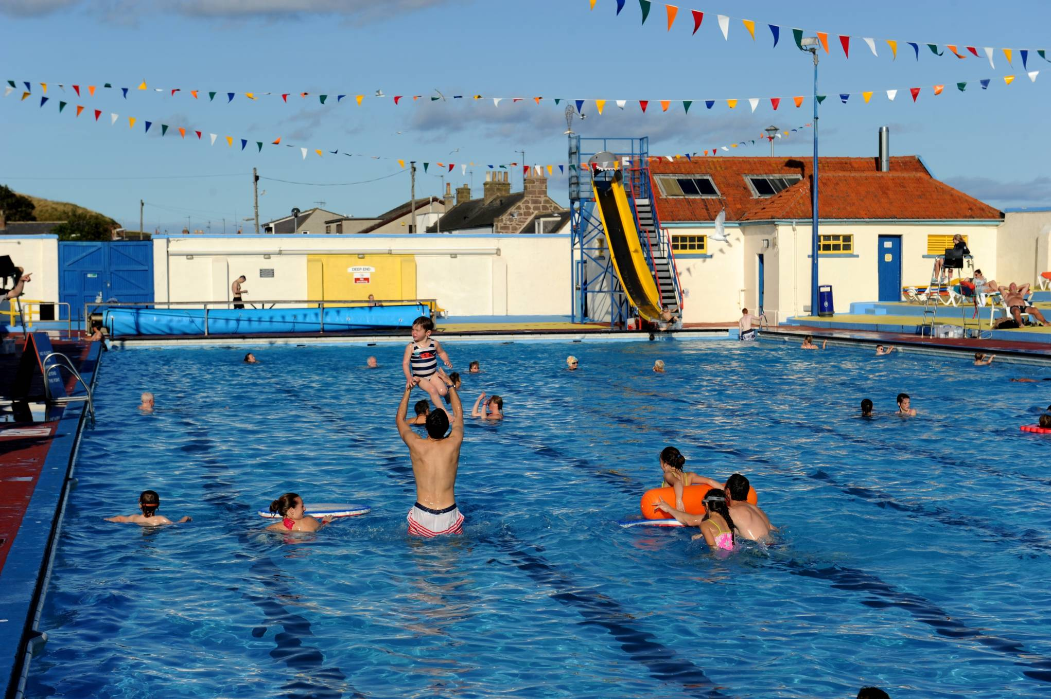 Stonehaven Open-Air Swimming Pool Aberdeen and the Northeast, Volunteers dive in for Stonehaven outdoor pool revamp