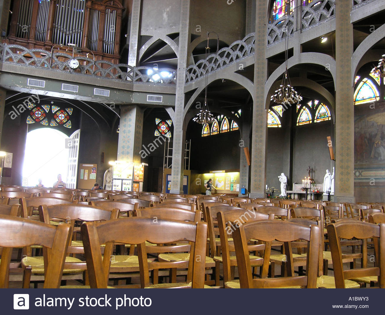 St-Paul–St-Louis Paris, interior of church of Saint Jean l Evangeliste Place des Abbesses ...
