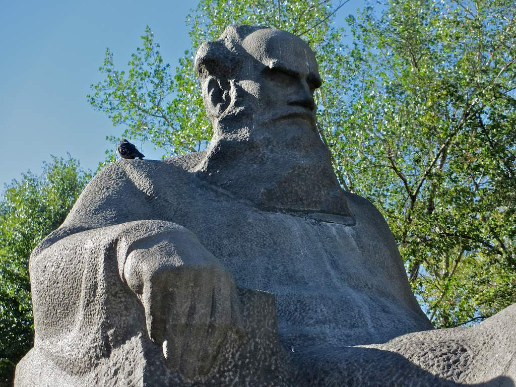 Tolstoy Memorial Museum Moscow, Leo Tolstoy monument, Moscow | Russian Culture in Landmarks
