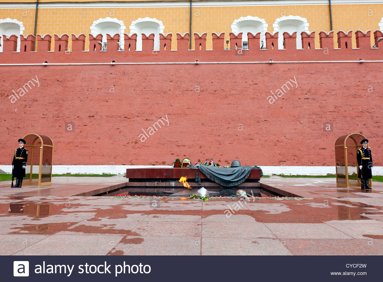 Tomb of the Unknown Soldier Moscow, Soldiers standing guard at the Tomb of the Unknown Soldier, Moscow ...