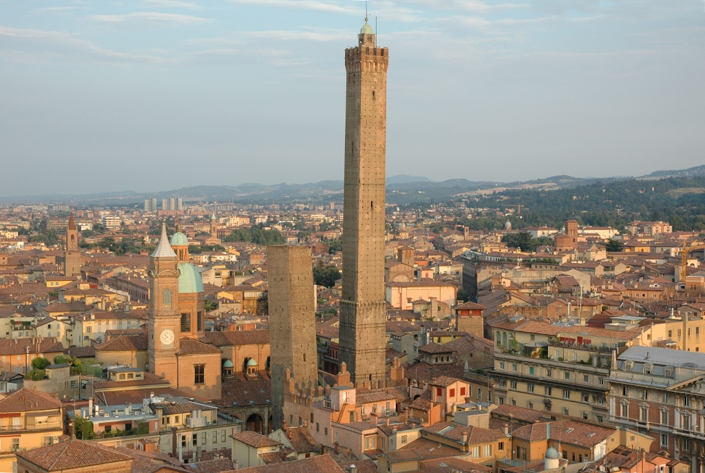 Torre degli Asinelli Bologna, Two Towers | ITALY Magazine