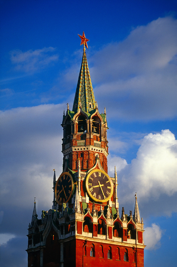Tower of the Savior Moscow, Savior Tower, Red Square (next to St. Basil's Cathedral), Moscow ...