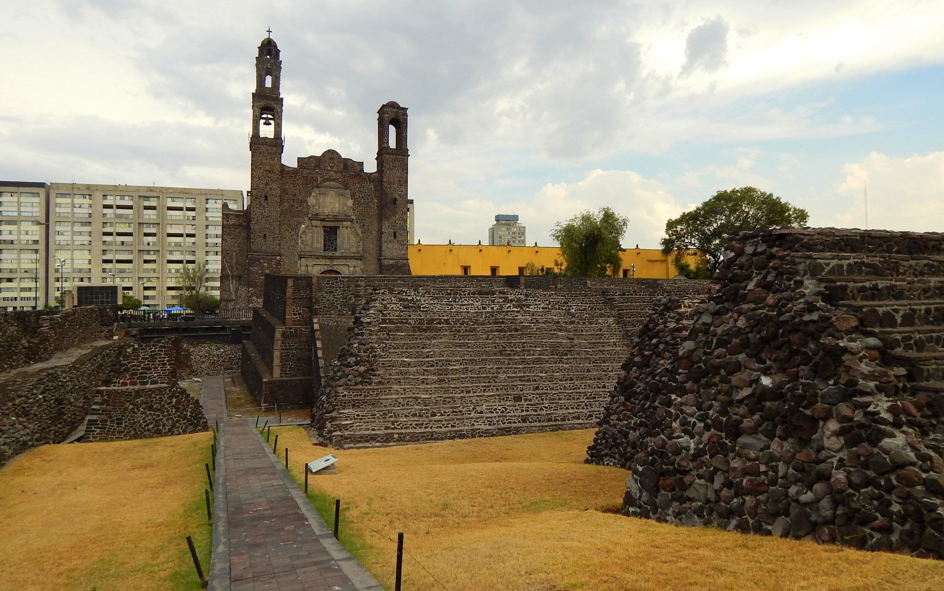 Tranvía Turístico Mexico City, Plaza de las Tres Culturas - Tlatelolco, Mexico City - YouTube