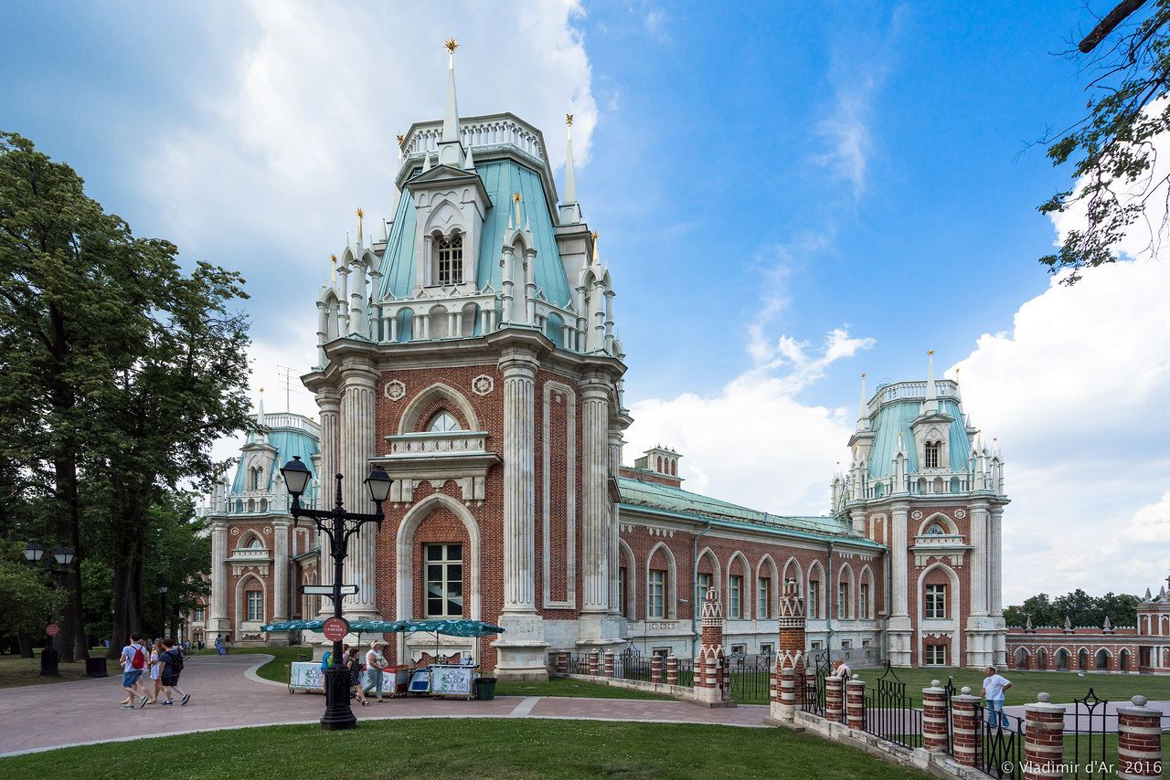 Tsaritsyno Palace Moscow, Tsaritsyno Museum-Reserve in July · Russia travel blog