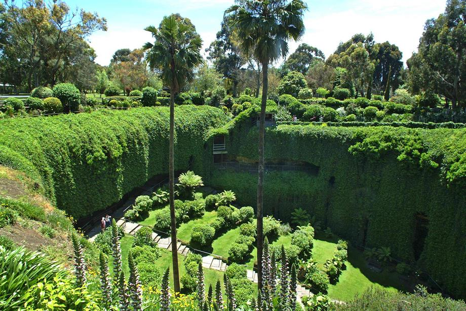 Umpherston Sinkhole Mount Gambier, Mount Gambier's Top Attractions - Blue Lake & Much More