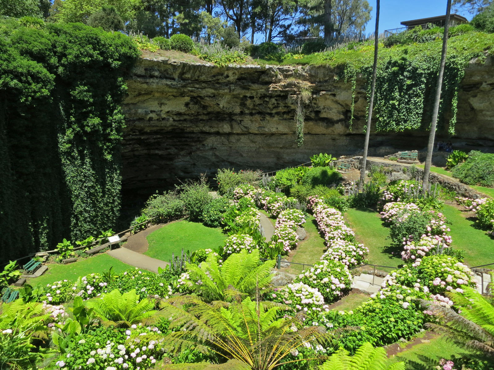 Umpherston Sinkhole Mount Gambier, History of Sinkholes in South Australia - South Australian Sinkholes