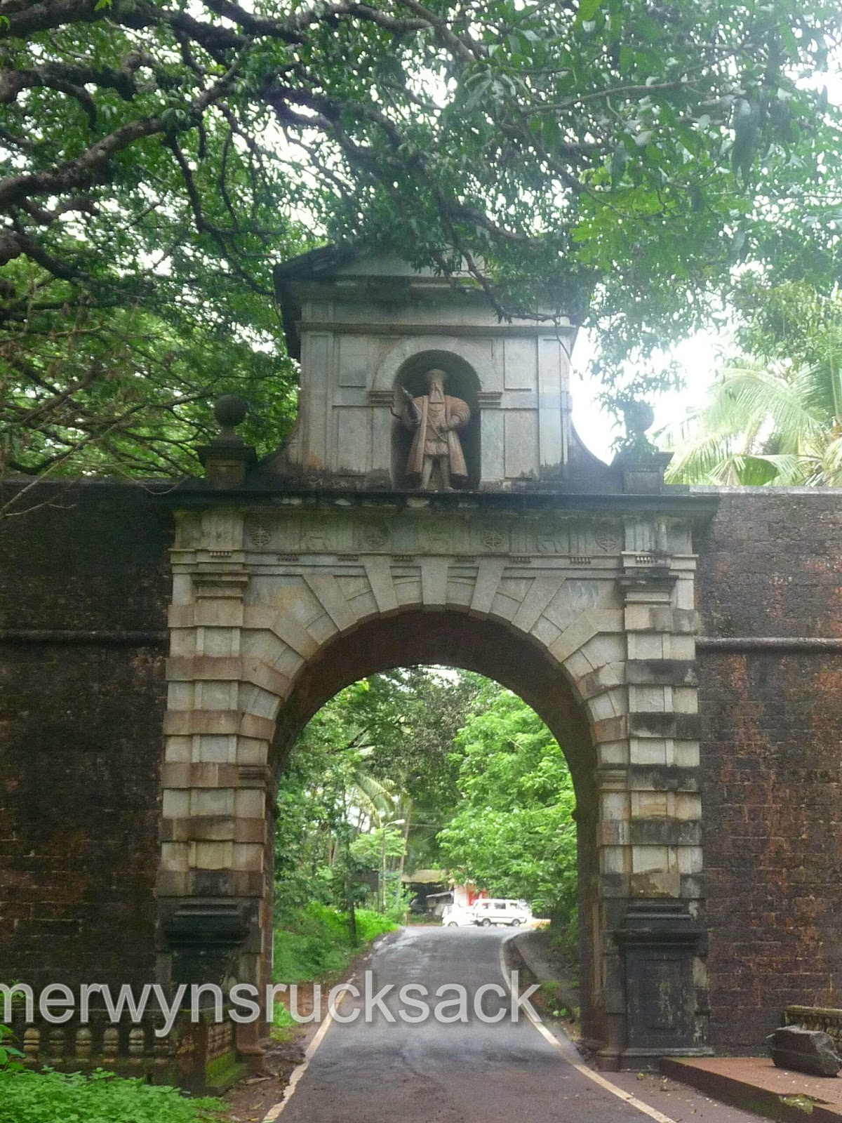 Viceroy's Arch Old Goa, Goa - Viceroy Arch in Old Goa | The journey of a thousand miles ...