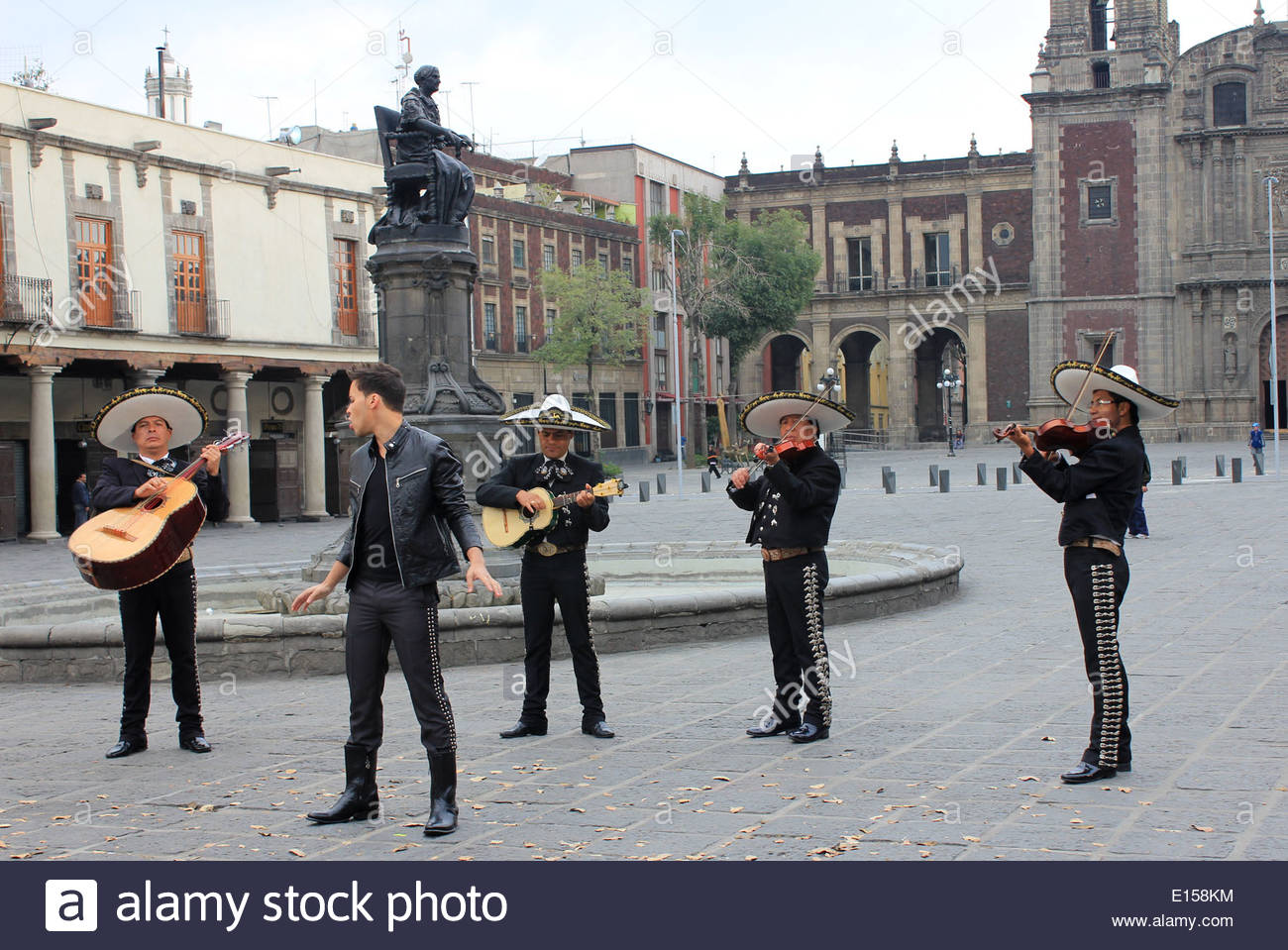 Capilla de las Capuchinas Sacramentarias Mexico City, Mariachis accompanying singer in the Plaza de Santo Domingo in the ...