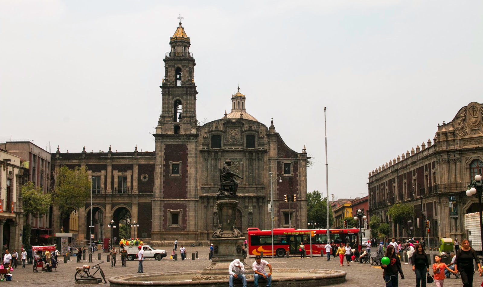 Capilla de las Capuchinas Sacramentarias Mexico City, One Day, One Quote, One Photo.: Plaza de Santo Domingo, Mexico ...