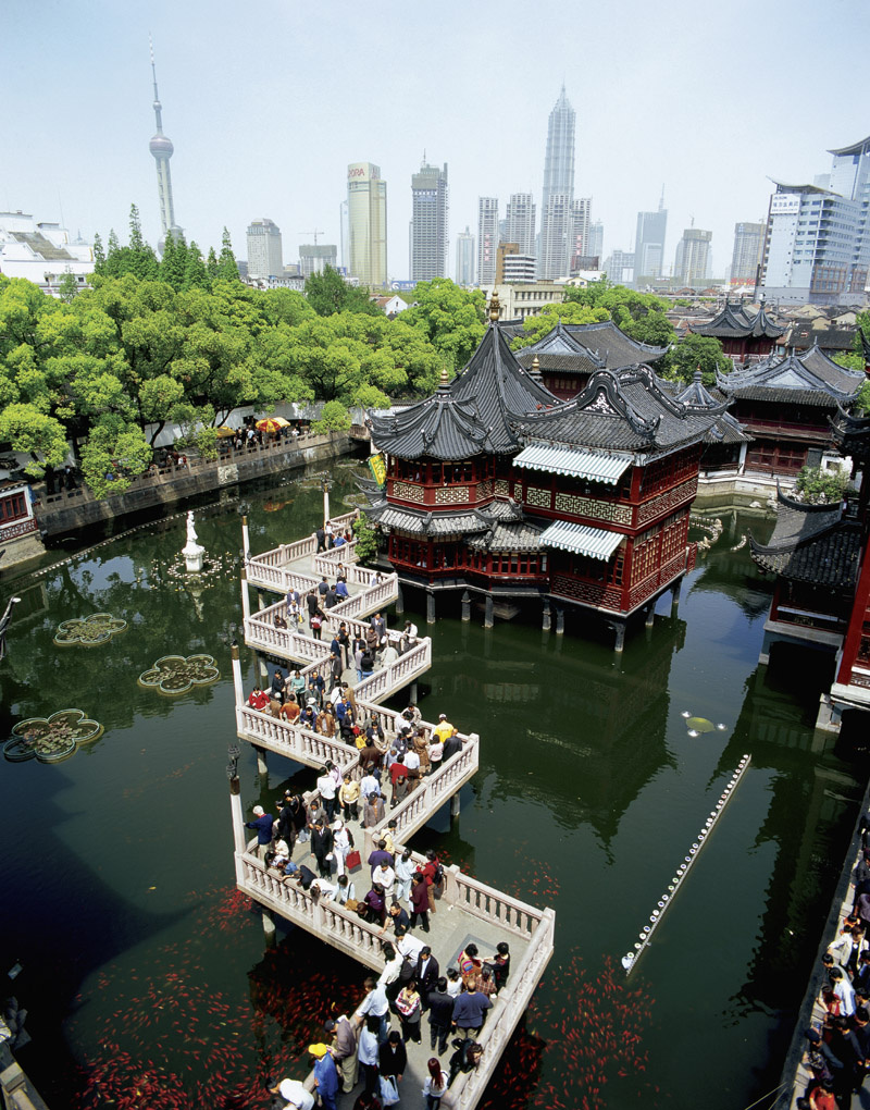 Zhìhuà Temple Běijīng, Yu Garden has a famous bridge of zigzag called the bridge of nine ...