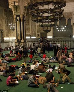 Al Fath Mosque Cairo | Egypt: Looters ransack Egyptian antiques museum and snatch ...