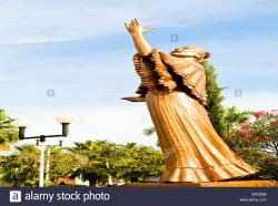 Alameda Central Mexico City | Statue of famous Latin singer Lola Beltran in the town of El ...