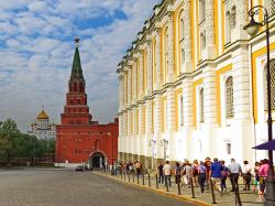 Armoury Moscow | Walking towards the Armoury Museum, the Kremlin, Moscow | Flickr