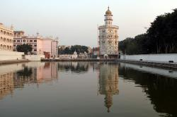 Baba Atal Tower Amritsar | Gurdwara Baba Atal, Sarovar (sacred pool) Kaulsar | The nine… | Flickr