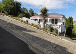 Baldwin St Dunedin | Baldwin Street in Dunedin, New Zealand, is the world's steepest ...