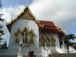 Buddhapadipa Temple London | Wat Buddhapadipa Temple, Wimbledon, London | Places to go ...