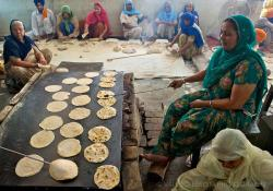 Guru-Ka-Langar Amritsar | Guru Ka Langar - The Golden Temple communal Kitchen | Valerio ...