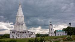 Kolomenskoye Moscow | Fantastical clouds over the Kolomenskoye Cathedral in Moscow Stock ...