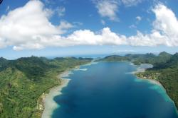 Maroe Huahine | Panoramio - Photo of Maroe Bay Huahine paragliding