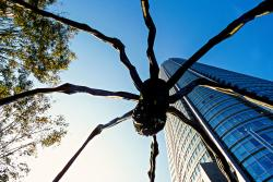 Museum of Contemporary Art, Tokyo (MOT) Tokyo | Maman (Spider sculpture) and the Mori Tower, Roppongi Hills, Tokyo ...