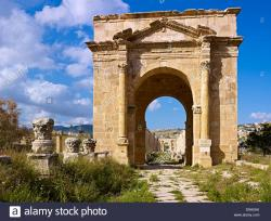 North Gate Jerash | Northern Tetrapylon with North Gate in the ancient city Jerash ...