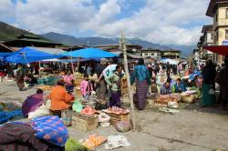 Paro Weekend Market Paro | When is the Weekend Market in Bhutan and where is it? | Wind Horse ...