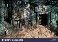 Prasat Krahom Koh Ker | ancient windows & doorway, Prasat Krahom (Red Temple), Koh Ker ...