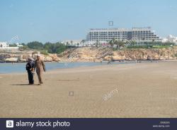 Qurm Beach Muscat | Shatti Al Qurum Beach looking towards the Crowne Plaza Hotel ...