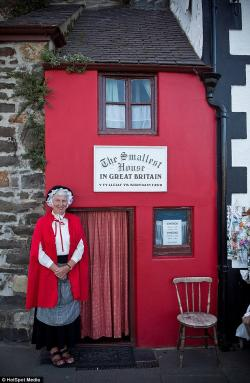 Smallest House in Britain North Wales | Take a peek inside Britain's smallest house which is just six feet ...