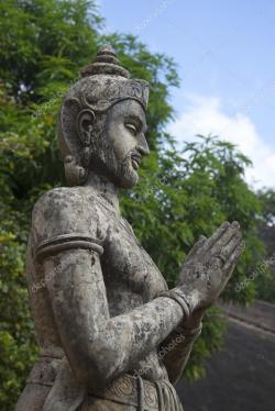 Statue of the King Mihintale | Sculpture of king Devanampiyatissa. Mihintale, Sri Lanka — Stock ...