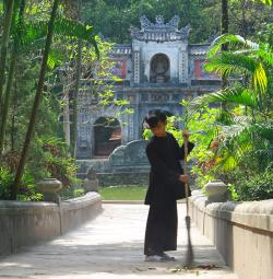 Tu Hieu Pagoda Hue | Top 10 Things to Do in Hue, Vietnam | Quintessential Collection ...