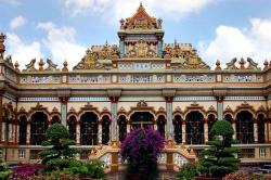 Vinh Trang Pagoda My Tho | Two Years Off » Archive » The Mekong Delta: My Tho & Ben Tre