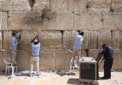 Western Wall Jerusalem | Watch: Notes to God removed from Western Wall in Jerusalem ...