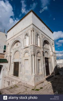 Youssef Dey Mosque Tunis | Youssef Dey Mosque, also known as Al B'chamqiya, in Tunis, Tunisia ...