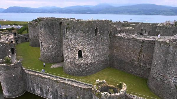 Beaumaris Castle Beaumaris (Biwmares)