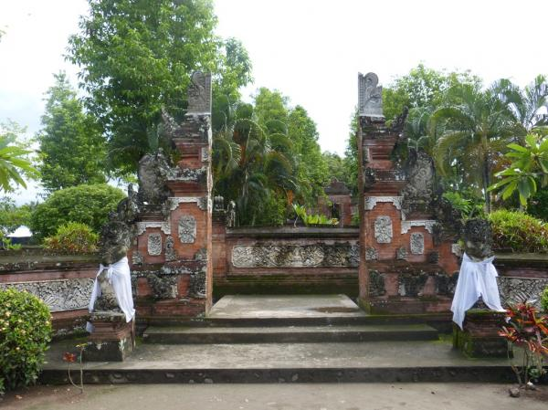 Pura Lingsar Around Mataram